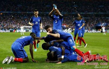 法国队庆祝进球