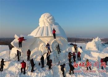 34米高雪人雕塑开雕