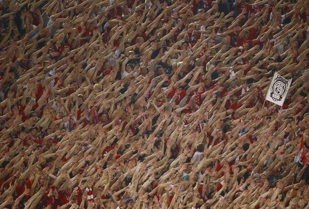 欧冠-罗本2球拜仁7-1客胜罗马 球迷疯狂助威