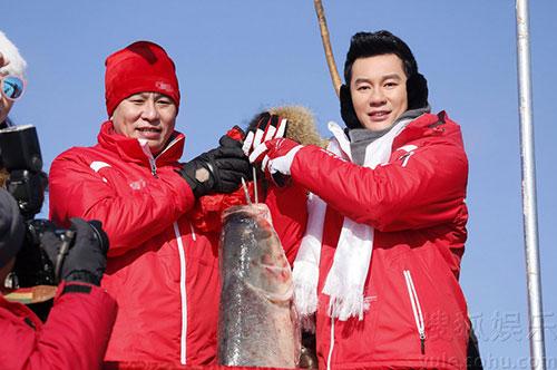 李晨体验查干湖冬捕活动 预祝大家来年好运