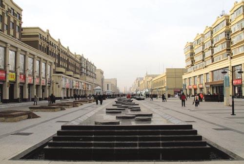 改造后的市区海明路步行街给市民提供了一个更加舒适休闲的购物环境。