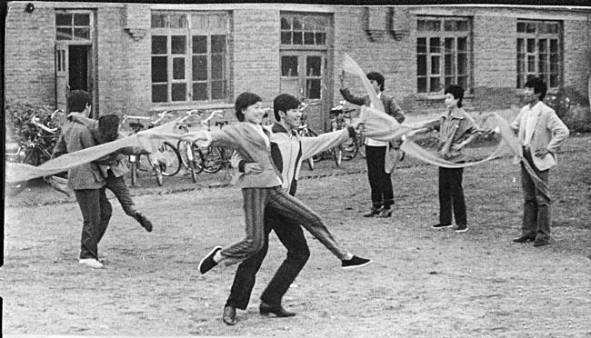 上世纪80年代,跳舞那叫时髦。