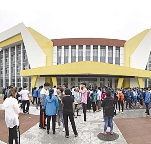 白城一中组织全体学生参观新校区