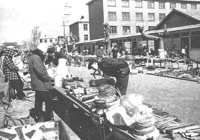 20多年前,日用品都在街边摊铺购买。