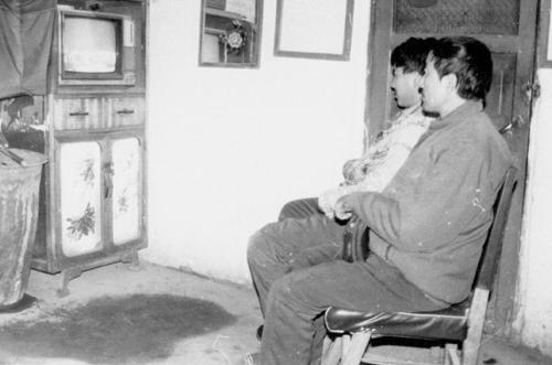 30多年前,黑白电视机刚刚进入农村经济条件较好的家庭。