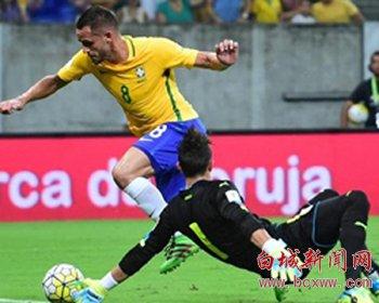 世预赛 亚泰外援打入国际比赛日首个进球